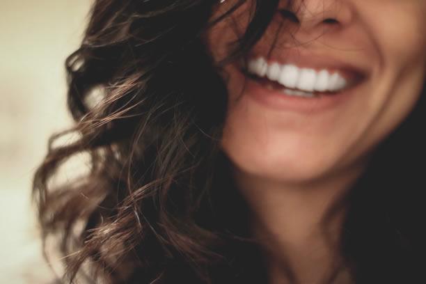Piękny  uśmiech i zdrowe zęby 10 pokarmów i napojów by je mieć
